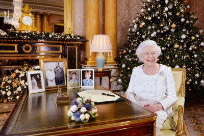 Queen Elizabeth pays tribute to London, Manchester in Christmas message