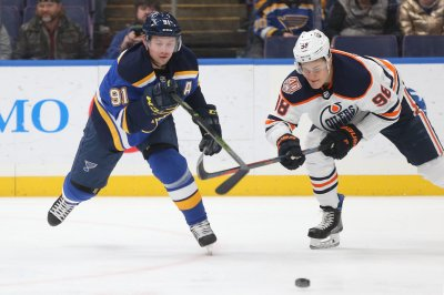 Oilers' Jesse Puljujarvi nets no-look backhander
