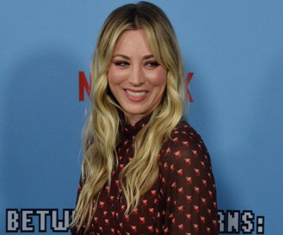 Kaley Cuoco talks moving in with her husband on 'Kimmel'