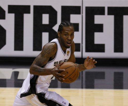 Leonard pushes San Antonio Spurs past slumping Memphis Grizzlies
