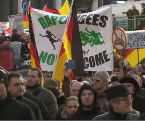 Anti-migrant protesters clash with police in Cologne, Germany