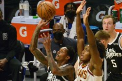 Lou Williams leads shorthanded Clippers over Cavaliers