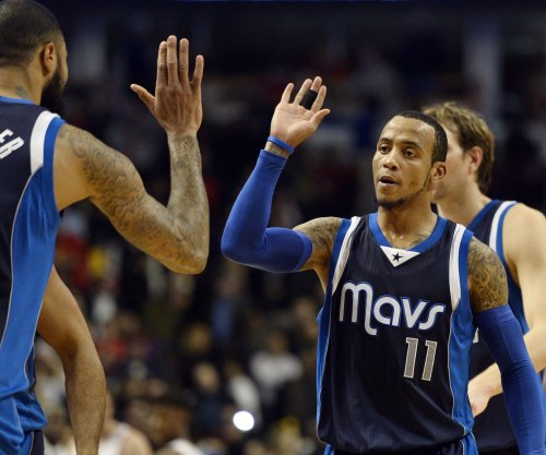 Dallas Mavericks pull away to beat Memphis Grizzlies