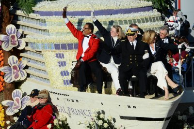 'Love Boat' crew gets Hollywood Walk of Fame honorary plaque