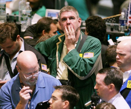 Crude oil sell-off resumes, prices break important psychological levels