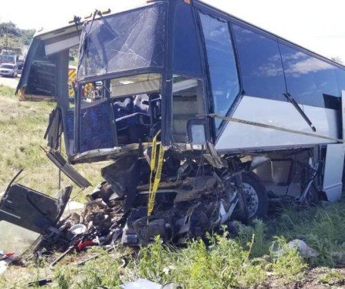 2 dead, 13 injured in Colorado bus crash