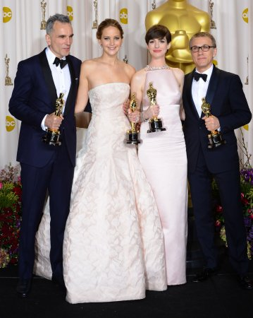 'Argo,' Lee, Lawrence, Hathaway win top Oscars