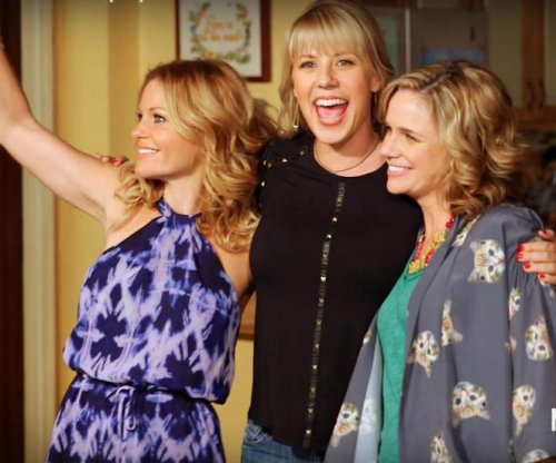 Netflix releases 'Fuller House' behind-the-scenes featurette