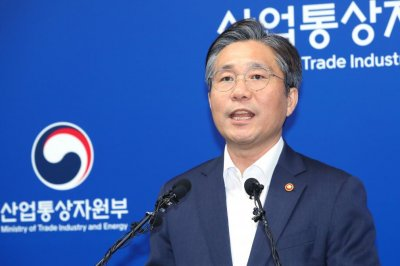 South Korea removes Japan from trusted trade list in retaliatory move