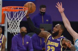 LeBron scores 37 to hold off Hornets, power Lakers to 4th straight win