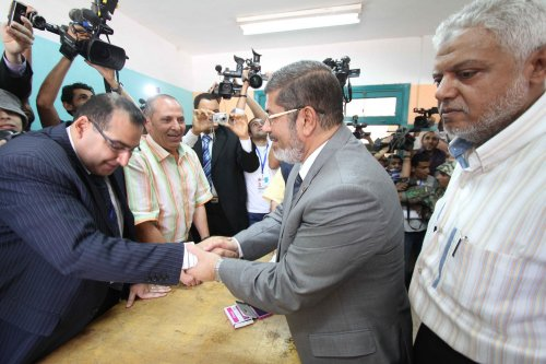 Muslim Brotherhood's Morsi leads Egypt presidential vote