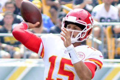 Patrick Mahomes sets Chiefs single-season passing touchdown record