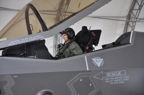 Navy wins award for F-35 canopy making process