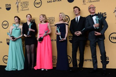 Julianne Moore, Eddie Redmayne, 'Birdman' win SAG Awards for film