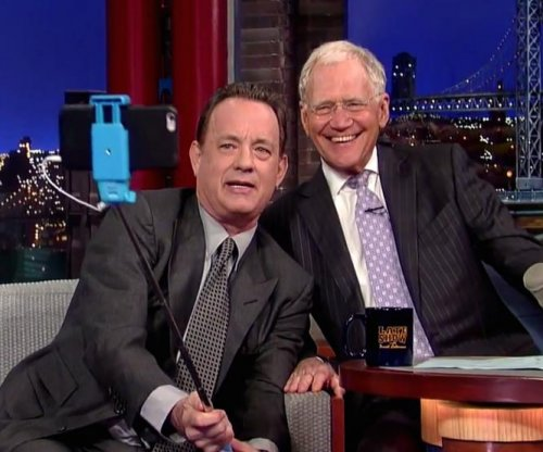 Tom Hanks, David Letterman use selfie stick during final meeting on 'Late Show'