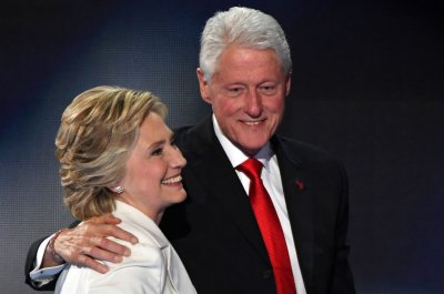 Ex-White House lawyer: Clinton Foundation controversy distracts from bigger issue