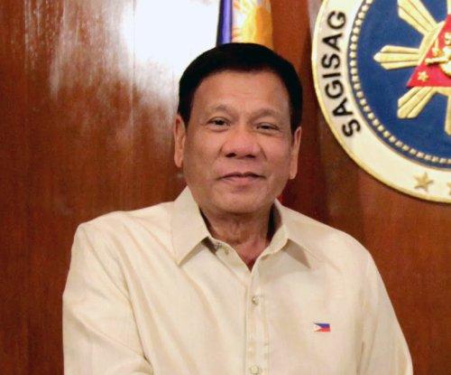 Obama, Philippine President Duterte exchange pleasantries after slur