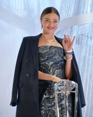U.S. confiscates $8.1 million in jewelry from Miranda Kerr