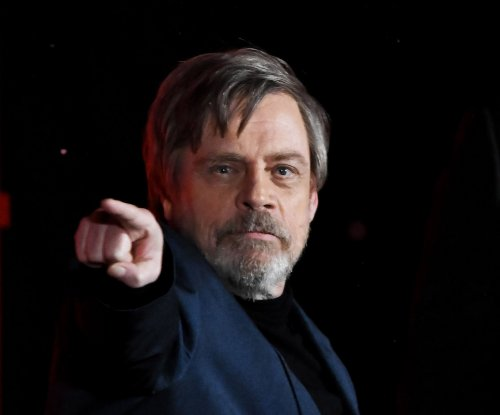Mark Hamill apologizes for doubting director Rian Johnson's version of Luke Skywalker