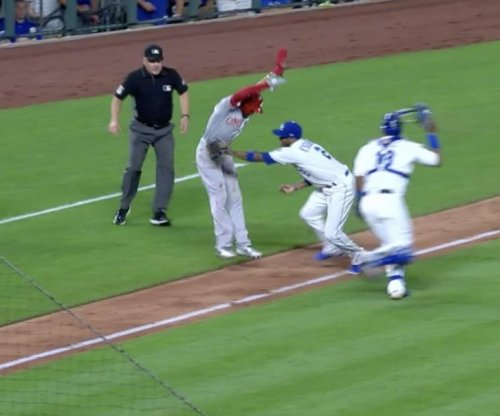 Reds speedster Hamilton somehow avoids tag between third and home