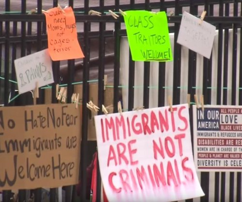 Activists shut down Oregon ICE office over U.S. immigration policy