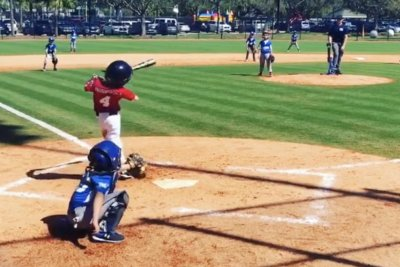 One-armed boy hits Little League home run