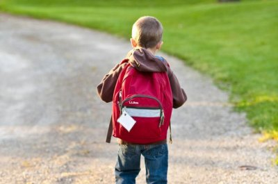 Physicians: Backpacks shouldn't be burden on health