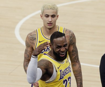 LeBron scores 41 vs. Pelicans, says Zion 'perfect fit' for NBA