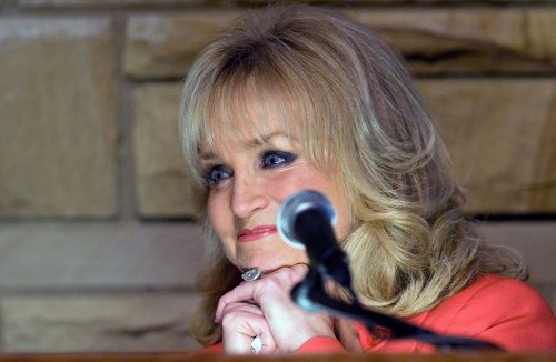 Mandrell makes Country Hall of Fame
