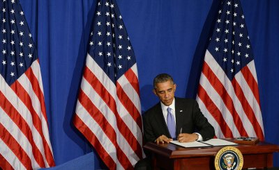 Obama signs executive order aimed at boosting consumer financial security
