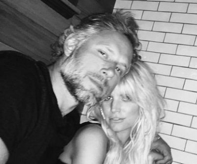 Jessica Simpson shares new photos to celebrate anniversary