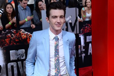 Drake Bell posts controversial tweets about Caitlyn Jenner, retracts after backlash