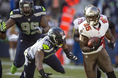 Tampa Bay Buccaneers place RB Mike James on waived/injured list