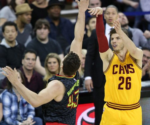 Cleveland Cavaliers officially re-sign veteran guard Kyle Korver