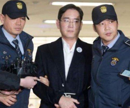 Prosecutors seek 12-year sentence for Samsung heir in corruption trial