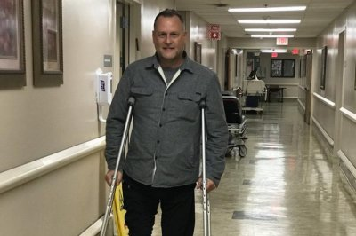 Dave Coulier posts photo from hospital after hockey injury