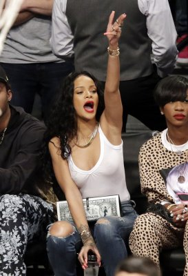 Instagram apologizes for disabling Rihanna's account