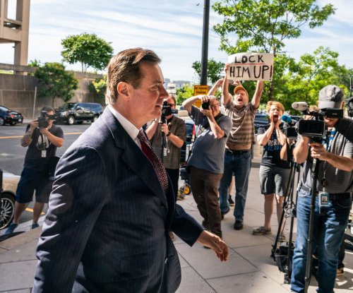 Manafort jailed before trial on new obstruction charges