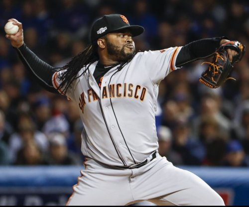 Cueto, Giants take aim at Cubs