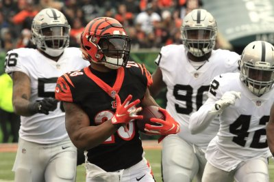 Bengals RB Mixon back at practice; Boyd ruled out