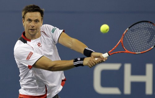 Soderling advances with straight-set win