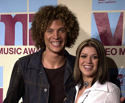 Kelly Clarkson reveals she dated Justin Guarini