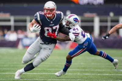 Notebook: Gronkowski on practice field, still in concussion protocol