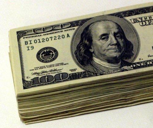 Burger King manager finds $100,000 cash in left-behind backpack