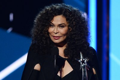 Tina Knowles quits Instagram after Jennifer Hudson gaffe