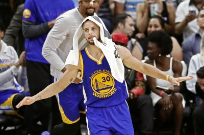 Stephen Curry's double-double fuels Golden State Warriors past Brooklyn Nets