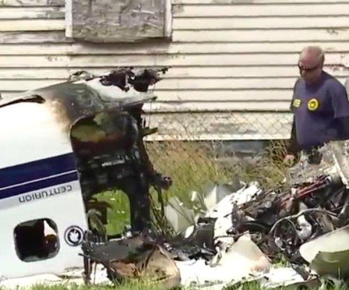 Texas couple dies, teen son survives Detroit plane crash