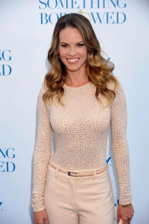 Cafe owner makes up with Hilary Swank