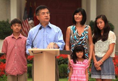 Gary Locke to step down as ambassador to China