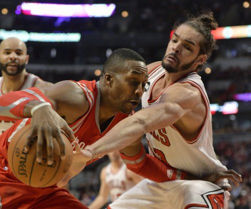 Houston Rockets' Dwight Howard injures ankle